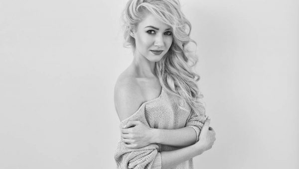 Amie womens portrait photography featured